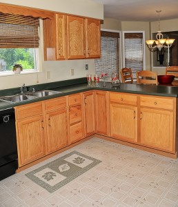 VINYL FLOORS 2 Bigstock Clean Kitchen 3247838 E1338942566669 258x300